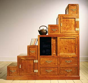 step chest tansu style