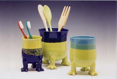 utensil holders with feet