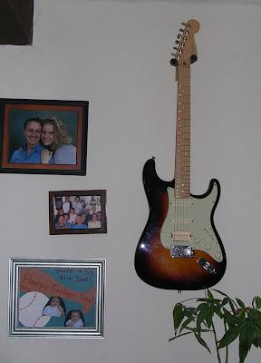 guitar on wall, using guitar hanger