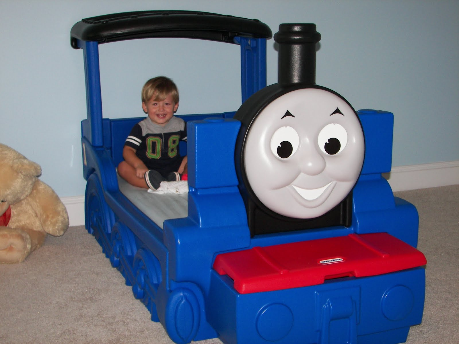 Little tikes thomas the train bed - Sunday August 29 2010