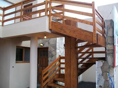 Su Carpintero Escalera Exterior Toda En Madera