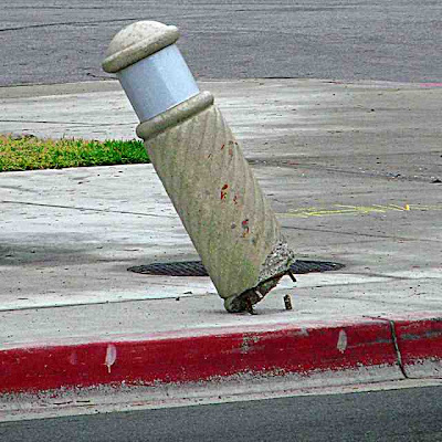 Crooked Traffic Pole Pasadena CA (c) David Ocker
