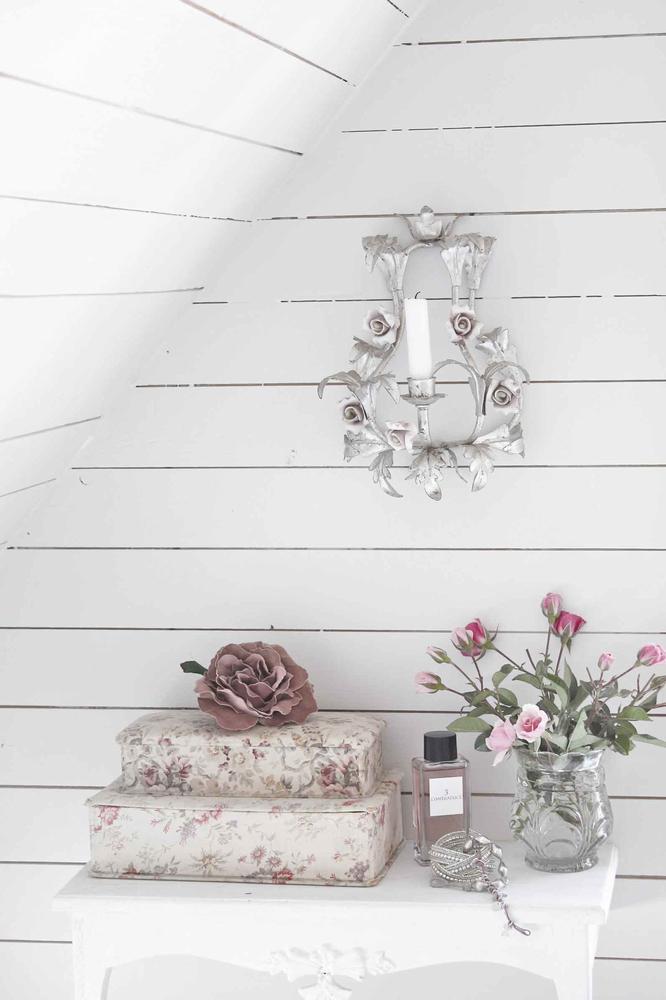 l 39 armoire de camille il est arriv. Black Bedroom Furniture Sets. Home Design Ideas