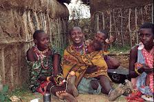 Massaifrau mit  Familie