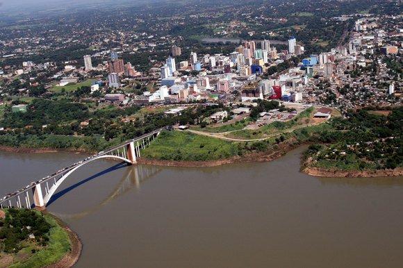 http://1.bp.blogspot.com/_ts3jxFlXv08/TN8vhINuo9I/AAAAAAAAAAM/MvIPu6C3zC8/s1600/Skyline+de+Ciudad+del+Este%252C+desde+Brasil.jpg