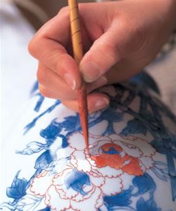 Hacer manualidades pintar ceramica for Oxidos para ceramica