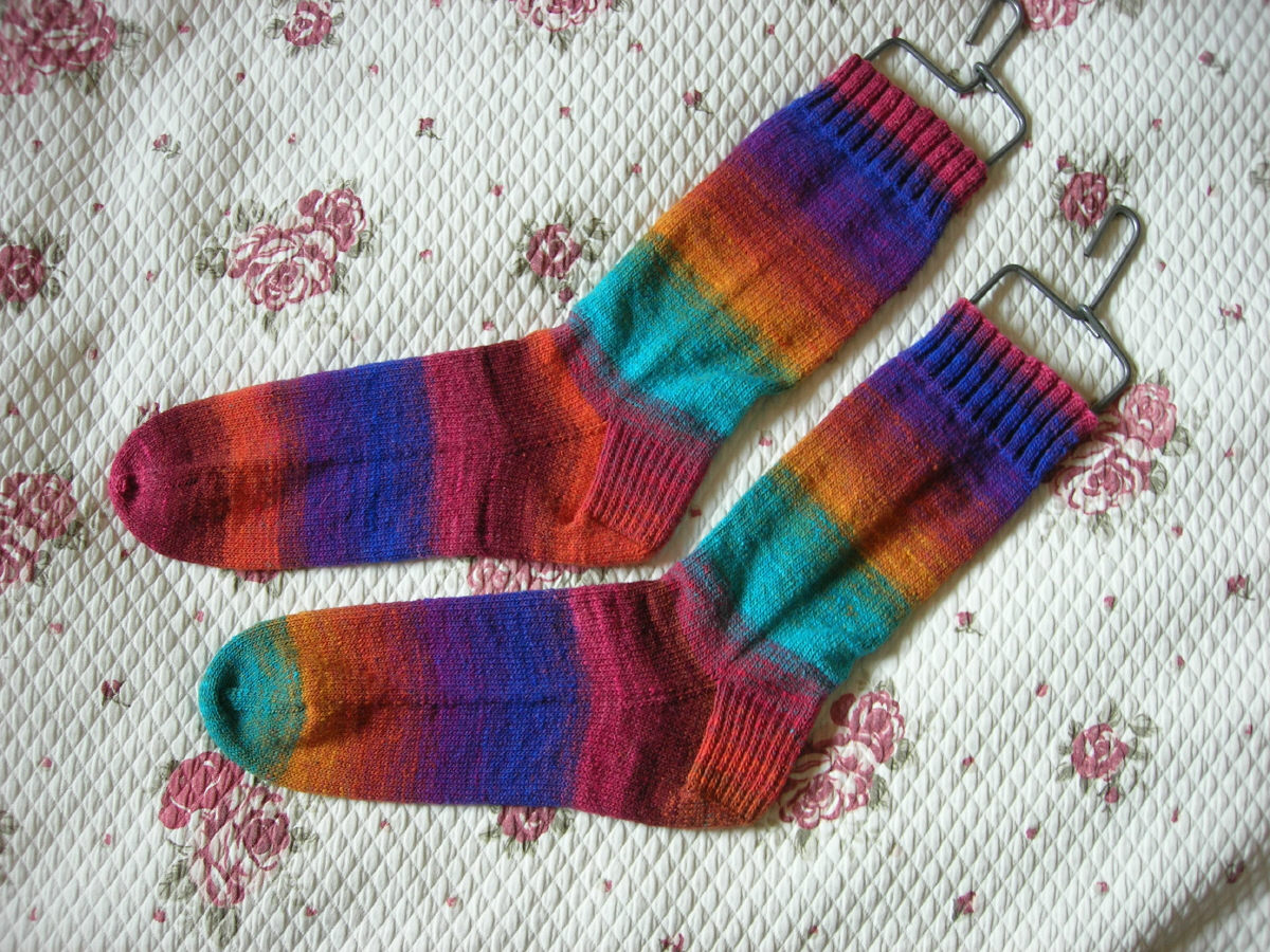 Knitting Pattern For Noro Wool : Yarn Floozies: sunshine and socks