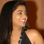 Priyamani South Actress   Hot Dressing