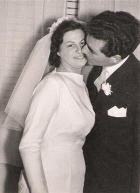 """Un beso """"naÏf""""en la boda."""