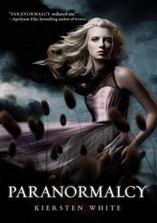 http://librosletralatente.blogspot.com.es/2012/07/kiersten-white-trilogia-paranormalcy.html