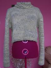 Пуловер с красива яка