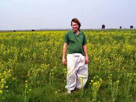 Augusto Vigouroux en campo florecido