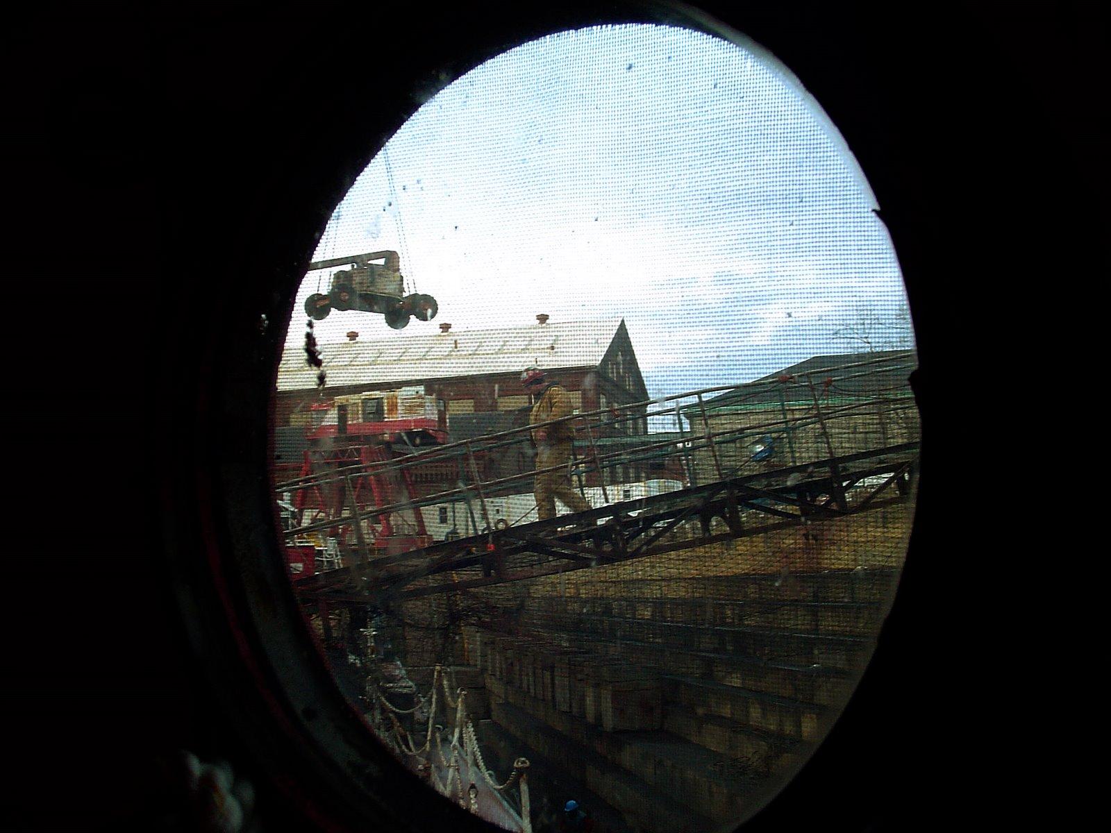 [070124-01+Ernie+gangway+porthole+view.jpg]