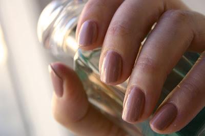 Nail polish, Misa High Waist Hue