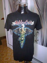 VINTAGE 1990 MOTLEY CRUE WORLD TOUR SHIRT (front)