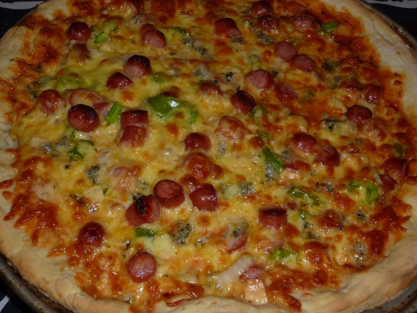 En la sobremesa de María: Pizza casera y bollitos rellenos de queso