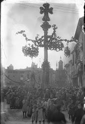 Faroles de Gaudí en honor de Balmes