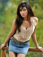 http://1.bp.blogspot.com/_u2E-MoGOjw0/SWriAfYzHQI/AAAAAAAAEHc/KHssM57MadM/s200/model_corner_seksi_woman_14.jpg