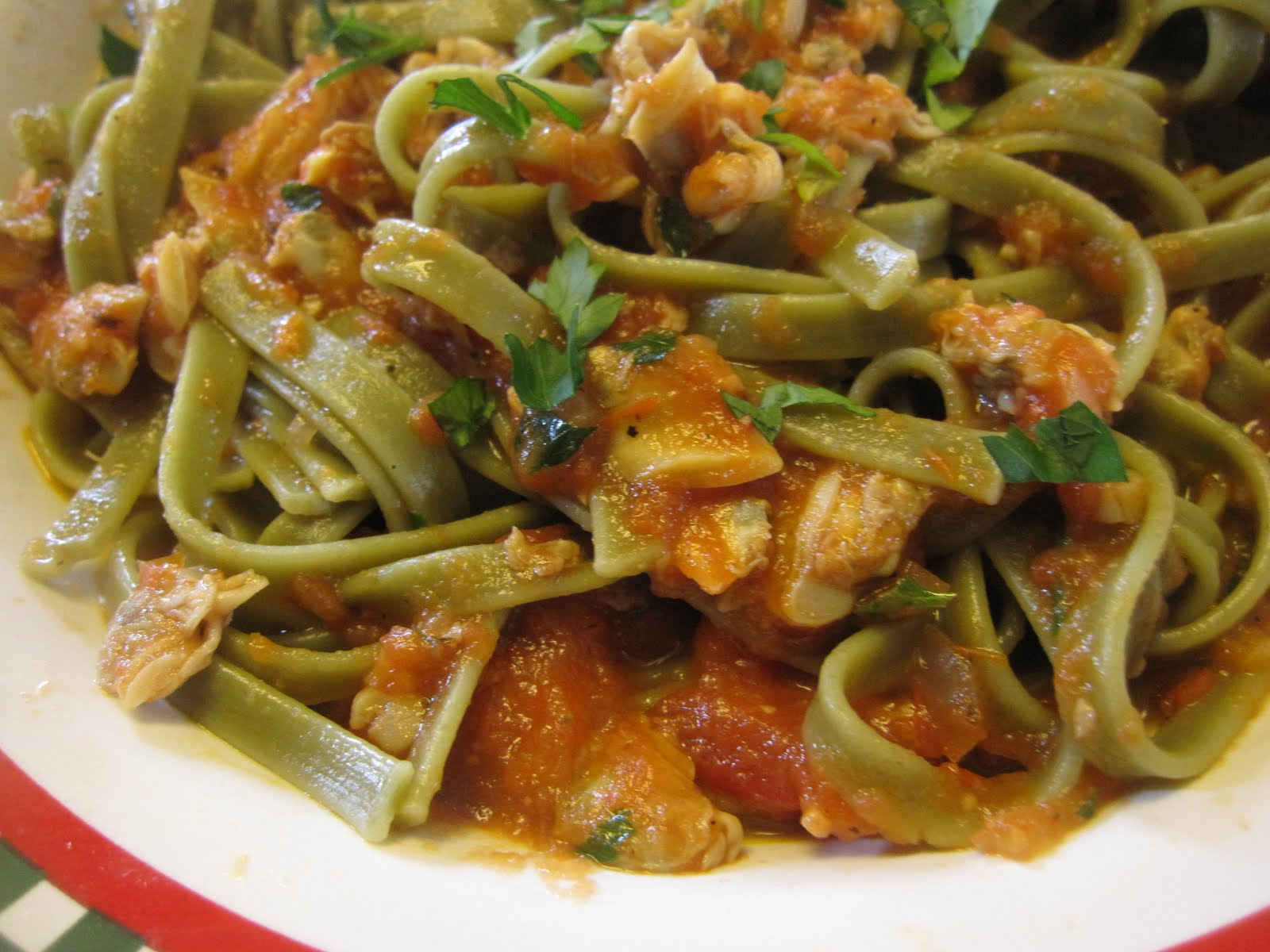 Linguine with Tomato Clam Sauce - Recipes4EveryKitchen