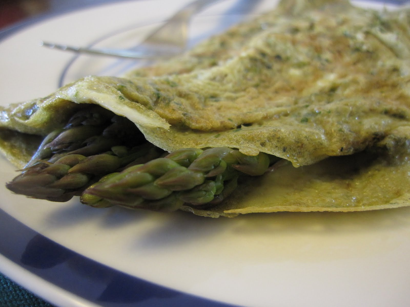 Asparagus, Cheese & Spicy Walnut Pesto Omelet - Recipes4EveryKitchen