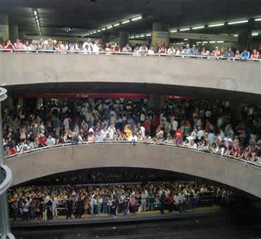 [Metro_lotado.jpeg]