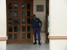 Desconocidos hieren de bala a Policía Municipal en S.C.