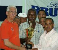 CLUB PUERTO ISABELA SE CORONA CAMPEON DE DOMINO COPA BRUGAL