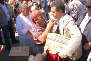 PIDEN LEONEL FERNANDEZ SANCIONES MILITARES LANZARON BOMBAS LACRIMOGENAS EN REPARTO