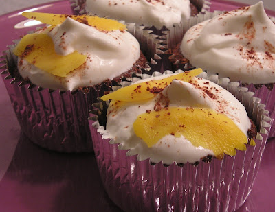 Cinnamon Love: Chocolate, Rum, and Mango... Cupcakes.