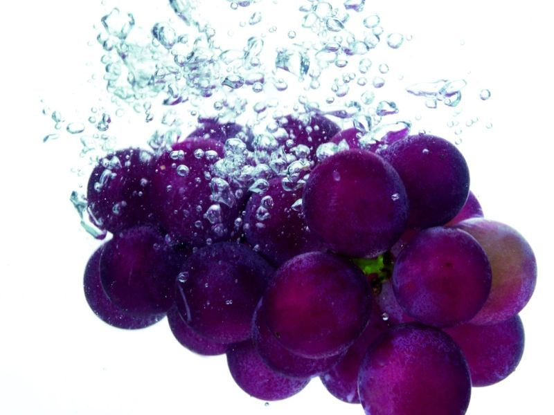 fruits wallpapers. Grape Splash: The juice of