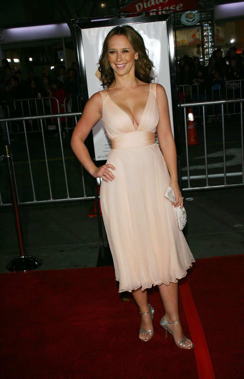 http://1.bp.blogspot.com/_u8H1VuXpFmY/TFEoYv6bQBI/AAAAAAAABJE/H-S5liSnSY4/s1600/Jennifer+Love+Hewitt+%285%29.jpg