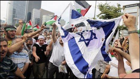 Warga Prancis Protes Diundangnya PM Israel ke Paris