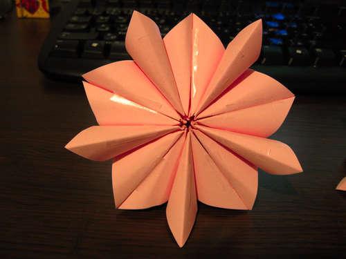วิธีทำ ดอกไม้กระดาษ ลูกบอลกระดาษ ทำบอลกระดาษ ทำดอกไม้กระดาษ โอริงามิ origami พับกระดาษ พับดอกไม้ พับบอล  ทำของเล่น   ไอเดีย howto diy  กระดาษ