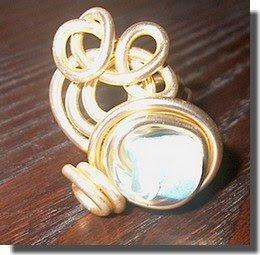 Anel de arame dourado