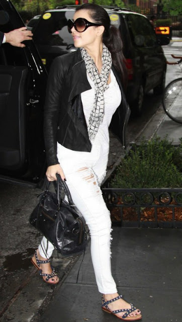 http://1.bp.blogspot.com/_u8fydAf_uGU/SgMgbYkCoTI/AAAAAAAABZg/AQu5QE-lhfk/s400/Kim+Kardashian+Siwy+Hannah+Crop+Jean+Snowstorm.jpg