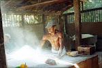 Manezinho torrando a sua farinha