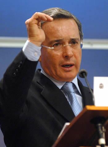 [Noticia del Día] Presentan demanda en España contra ex-presidente Álvaro Uribe  Alvaro-uribe
