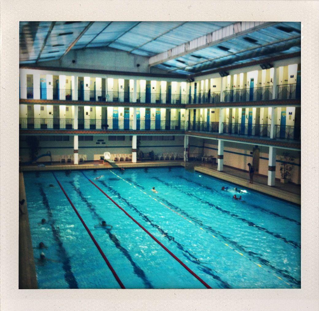 Un glamorous paris la piscine pr t voyager for Piscine paris