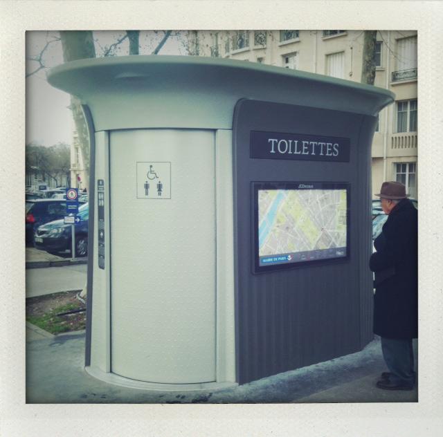 Un}Glamorous Paris: Les Toilettes | Prêt à Voyager