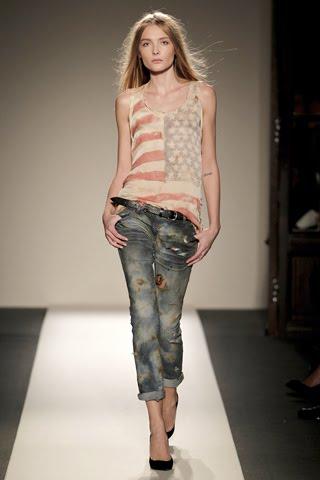 http://1.bp.blogspot.com/_uB-BSH_BgAs/TKZQt7RtcrI/AAAAAAAALv8/YHRNkYKT9hg/s1600/Balmain+Spring+2011+show+Christophe+Decarnin+Emmanuelle+Alt+Women+Management+New+York+City+Blog+Snejana+Onopka.jpg