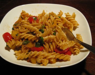 barbaras spielwiese pasta mit paprika und tomate. Black Bedroom Furniture Sets. Home Design Ideas