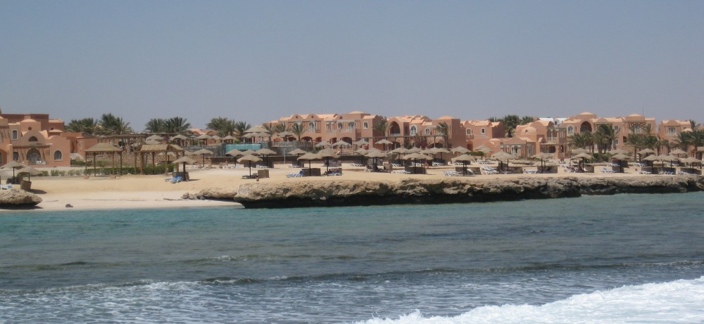Radisson Blu Resort El Quseir vom Meer aus gesehen
