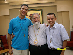 Leandro e Tennesse ao lado do Arcebispo Elias Chacour