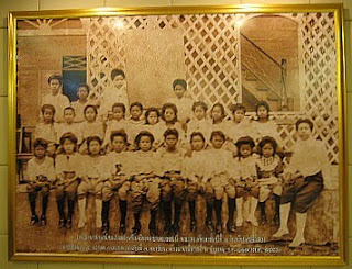 Satriwithaya School group photograph, 1908