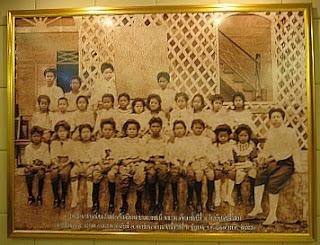 Satriwithaya School group photograph, 1908
