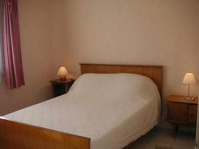 Chambre 1 ( un lit de 140 )