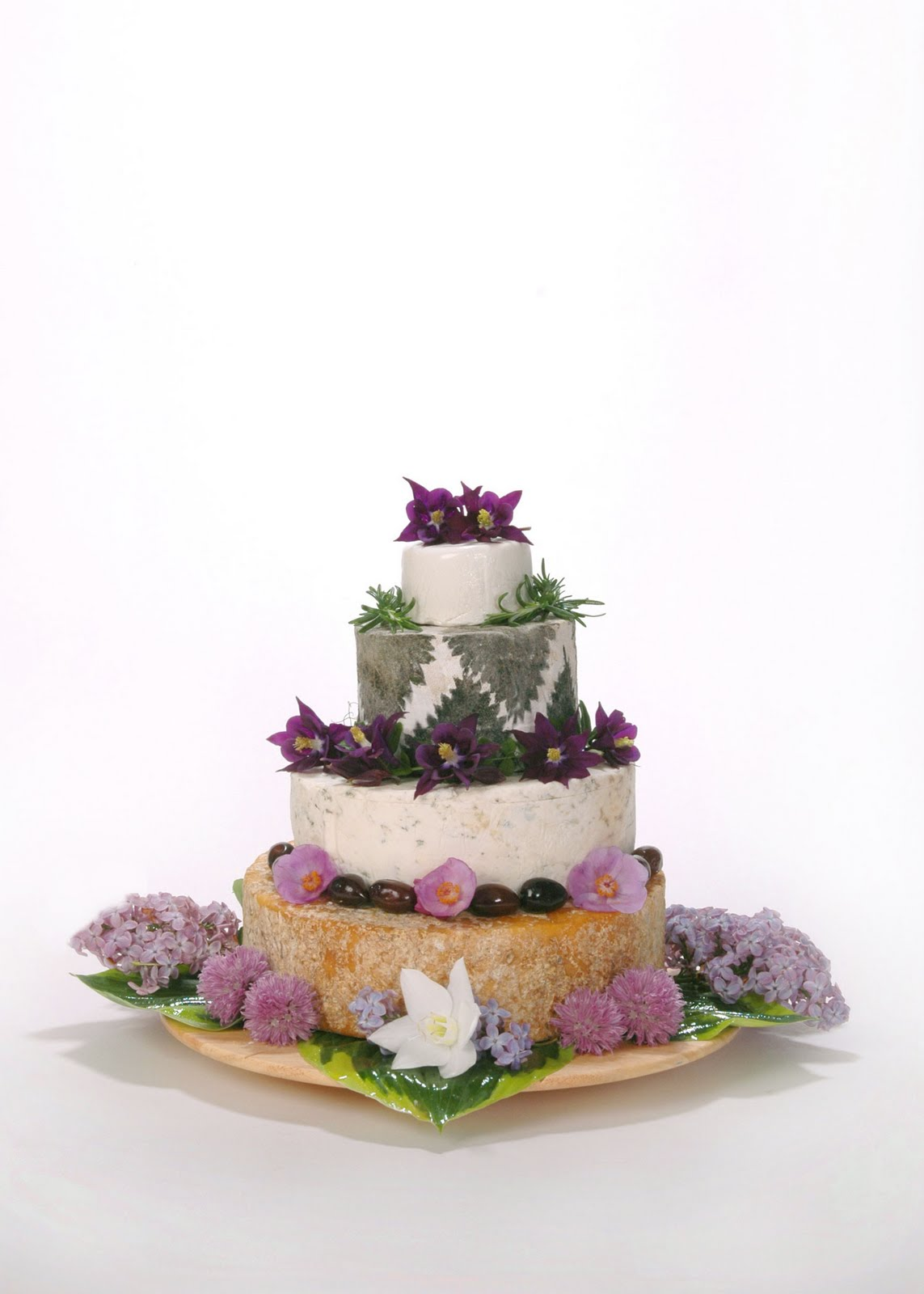 forever88: say yes to the cheese [wedding cake]