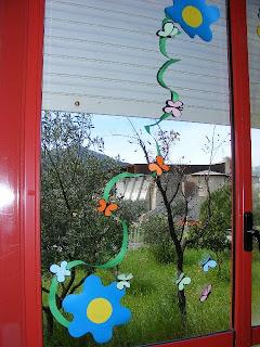 Addobbo primaverile per l 39 aula - Decorare i vetri delle finestre ...