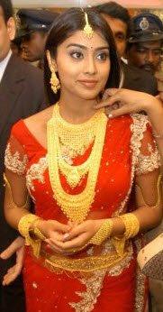 Shriya Saran in Traditional Bridal Jewellery
