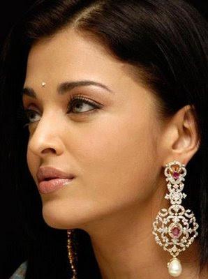 Aishwarya Rai in Designer Diamond Earrings